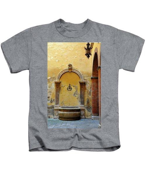 Sienna Fountain Courtyard Kids T-Shirt