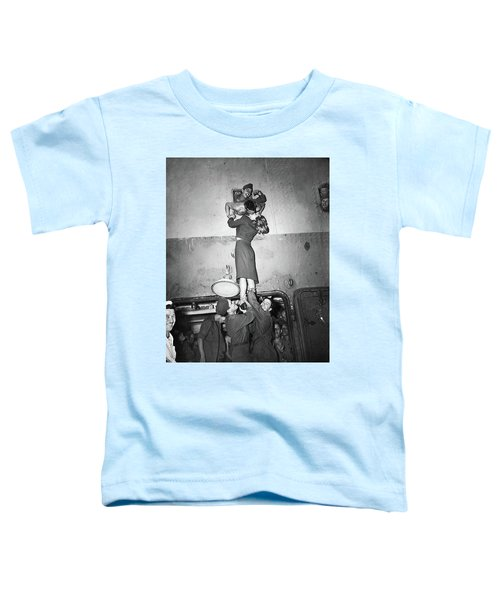 Marlene Dietrich Kissing Soldier Returning From Ww2 1945 Toddler T-Shirt