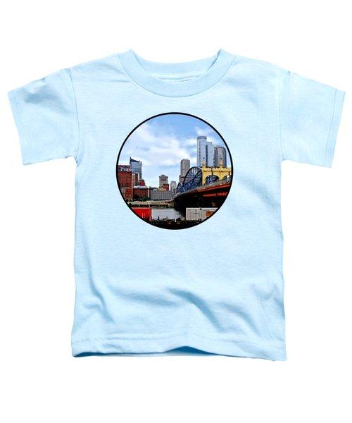 Pittsburgh Pa - Train By Smithfield St Bridge Toddler T-Shirt by Susan Savad