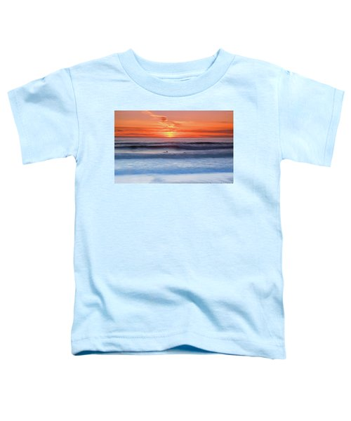 Wind Surfers Waiting For The Next Wave, Summerleaze Beach, Bude, Cornwall, Uk Toddler T-Shirt
