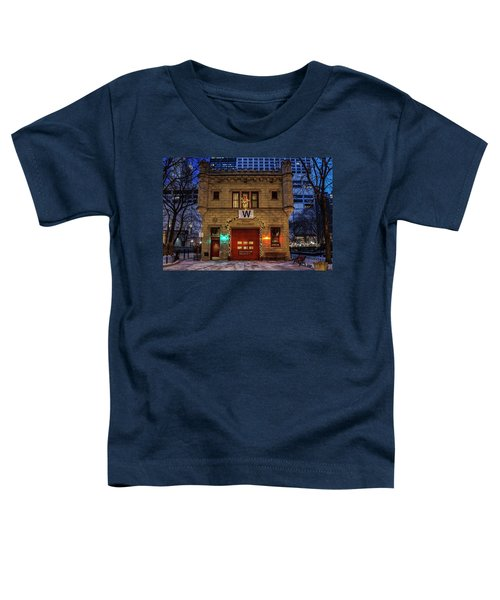 Vintage Chicago Firehouse With Xmas Lights And W Flag Toddler T-Shirt