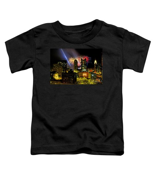 21l334 Red White And Boom Fireworks Display Photo Toddler T-Shirt