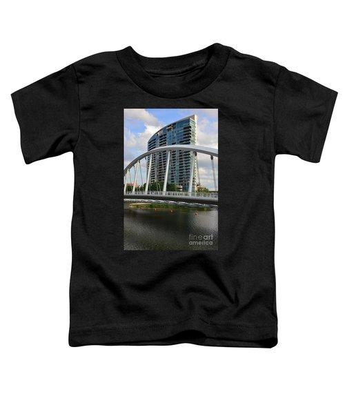 Fx1l820 Main Street Bridge In Front Of Miranova Toddler T-Shirt