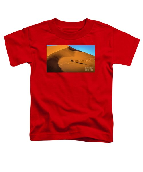 Oryx Crossing Big Daddy Dune, Sossusvlei, Namibia Toddler T-Shirt
