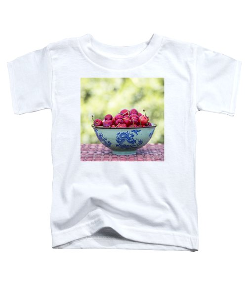 Toddler T-Shirt featuring the photograph Delicious by Linda Lees