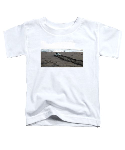Green Sea Turtle Returning To Sea Toddler T-Shirt