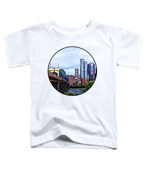 Pittsburgh Pa - Pittsburgh Skyline By Smithfield Street Bridge Toddler T-Shirt