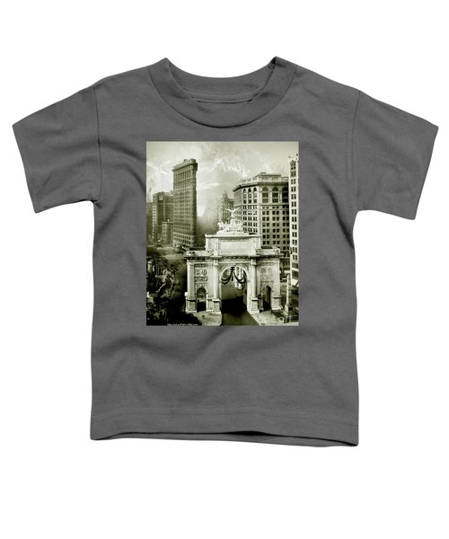 1919 Flatiron Building With The Victory Arch Toddler T-Shirt
