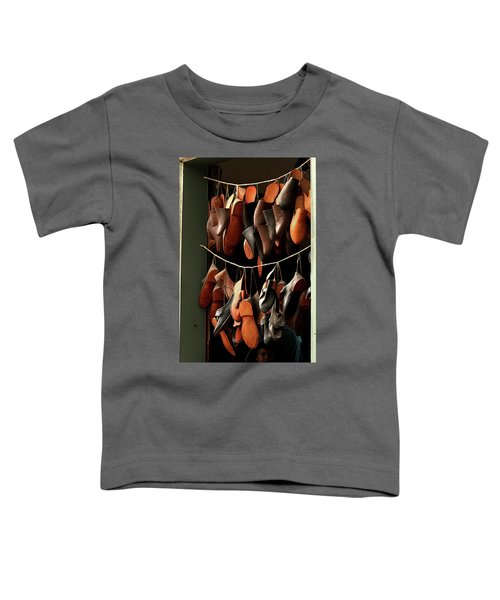 Shoemaker Shop In Colonial Williamsburg Toddler T-Shirt