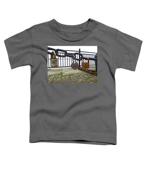 Liverpool. The Albert Dock. Eternal Love. Toddler T-Shirt