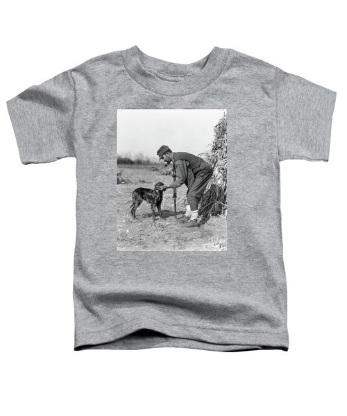 1930s Man Hunter With Shotgun In Corn Toddler T-Shirt