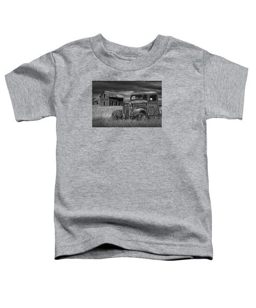 Old Vintage Pickup In Black And White By An Abandoned Farm House Toddler T-Shirt