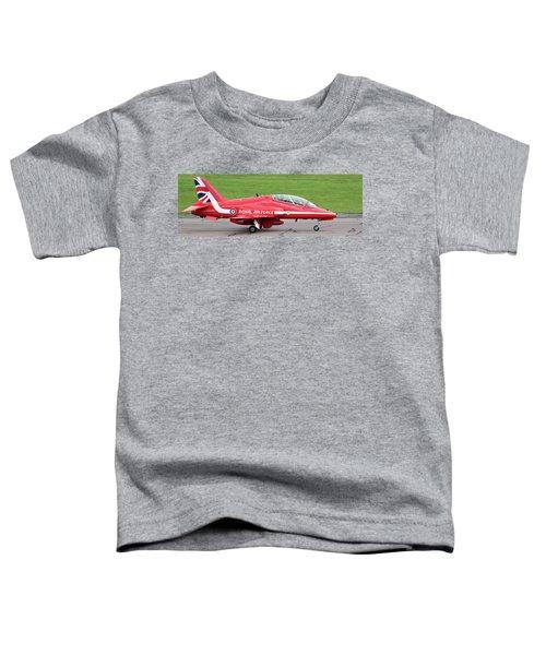 Raf Scampton 2017 - Red Arrows Xx322 Sitting On Runway Toddler T-Shirt