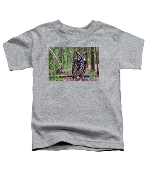 Great Horned Owl Standing On A Tree Log Toddler T-Shirt