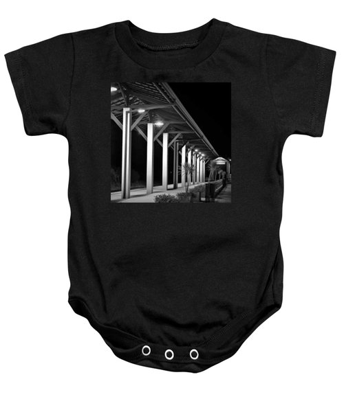 a Plataforma Das Saudades - Baby Onesie