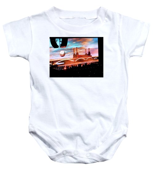Roger Waters Tour 2017 - Welcome To The Machine Baby Onesie