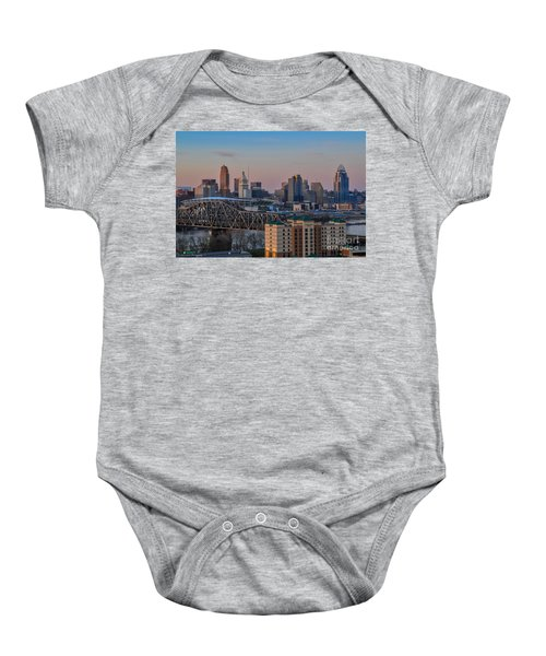 D9u-876 Cincinnati Ohio Skyline Photo Baby Onesie