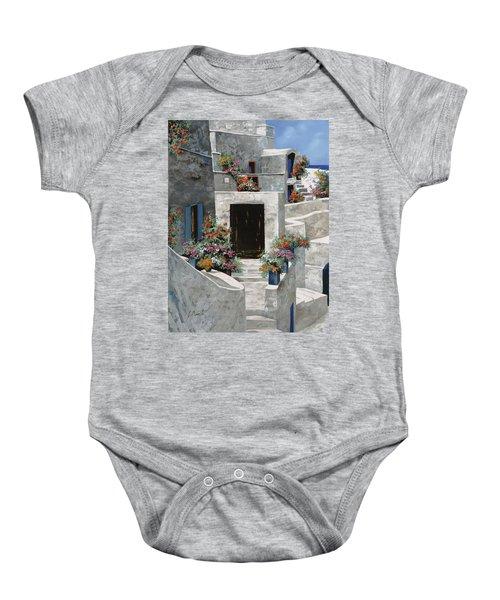 piccole case bianche di Grecia Baby Onesie