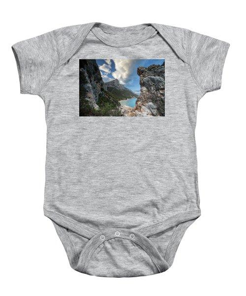 Pedra Longa Rocks Baby Onesie