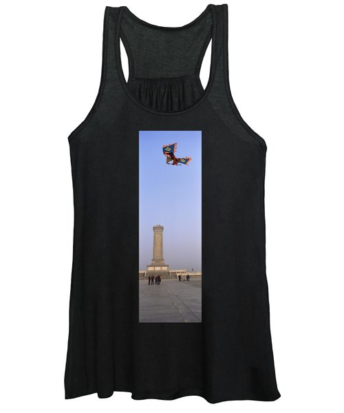 Tourists In Front Of A Monument Women's Tank Top