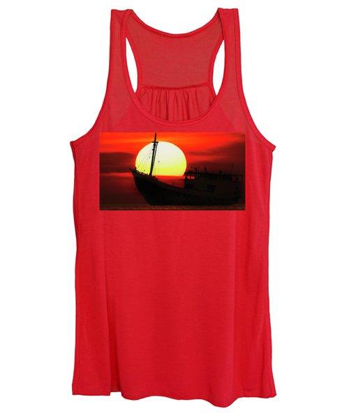 Boatman Enjoying Sunset Women's Tank Top