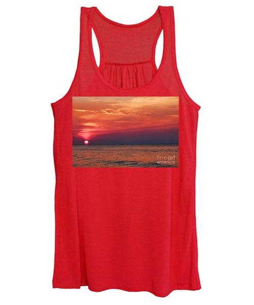 Sunrise Over The Horizon On Myrtle Beach Women's Tank Top