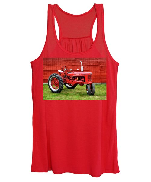 Vintage Farmall Tractor With Barnwood Women's Tank Top