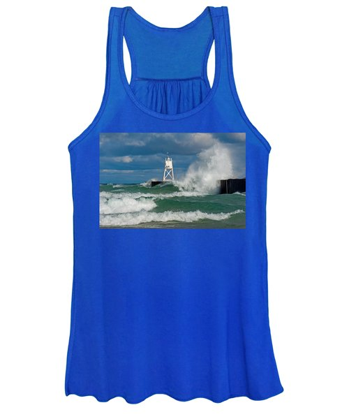 Break Wall Waves Women's Tank Top