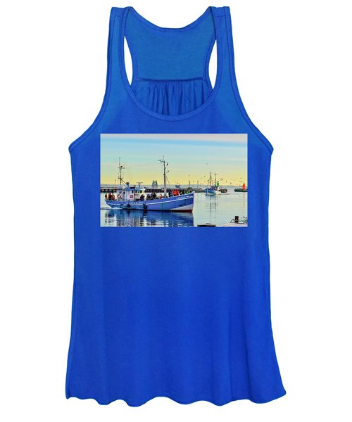 Bringing In The Day's Catch Women's Tank Top
