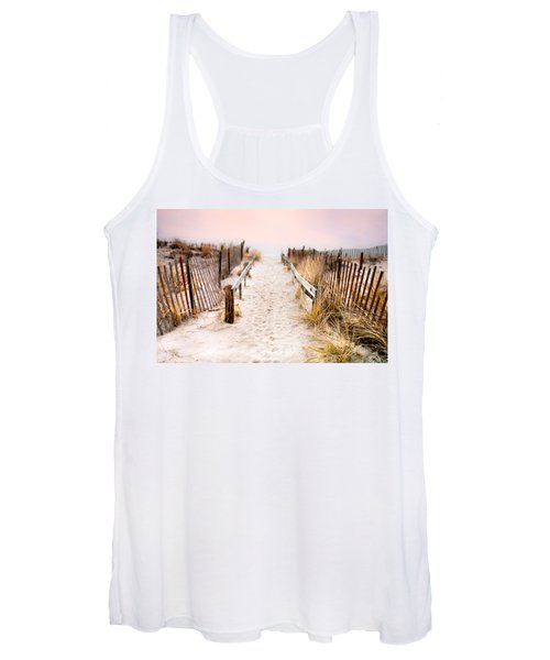 Love Is Everything - Footprints In The Sand Women's Tank Top