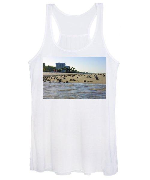 Fighting Conchs At Lowdermilk Park Beach In Naples, Fl Women's Tank Top
