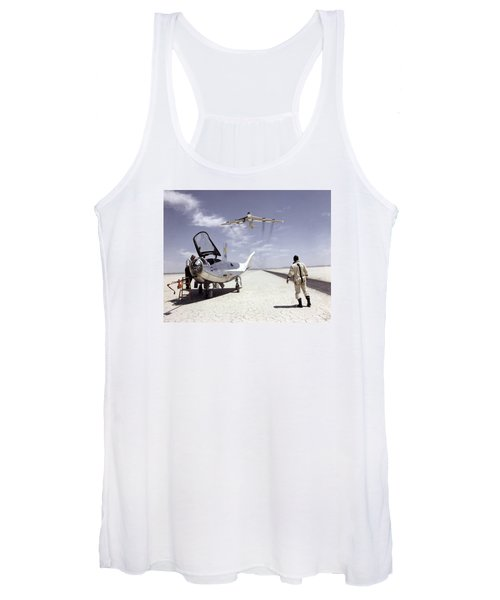 Hl-10 On Lakebed With B-52 Flyby Women's Tank Top