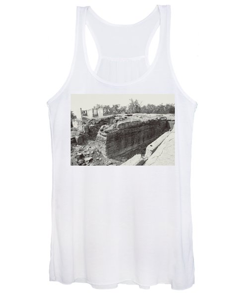Into The Ruins 5 Women's Tank Top