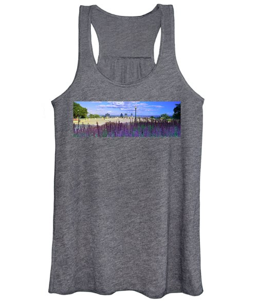 Blooming Flowers With City Skyline Women's Tank Top