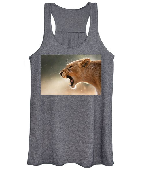 Lioness Displaying Dangerous Teeth In A Rainstorm Women's Tank Top
