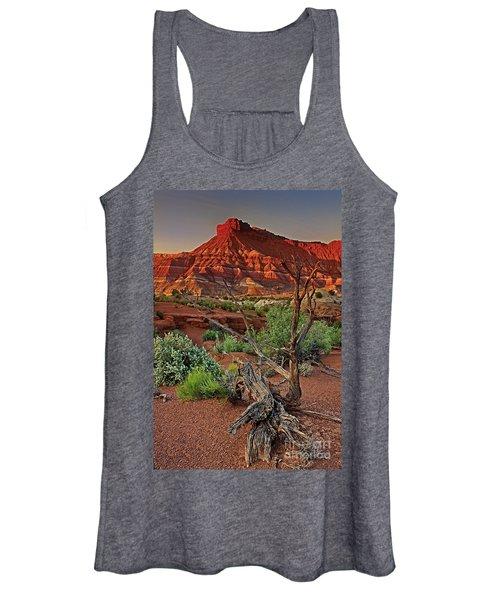 Red Rock Butte And Juniper Snag Paria Canyon Utah Women's Tank Top