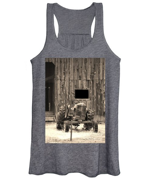 Tractor And The Barn Women's Tank Top