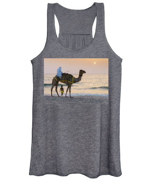 Little Boy Stares In Amazement At A Camel Riding On Marina Beach In Dubai, United Arab Emirates -  Women's Tank Top
