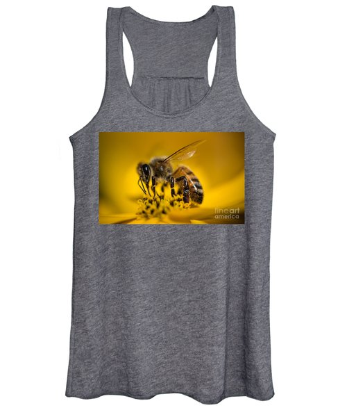 Bee Enjoys Collecting Pollen From Yellow Coreopsis Women's Tank Top