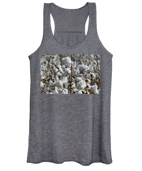 Close-up Of Cotton Plants In A Field Women's Tank Top