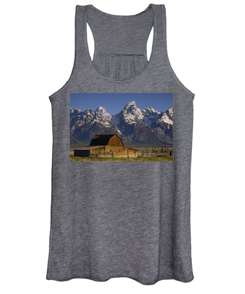 Cunningham Cabin In Front Of Grand Women's Tank Top