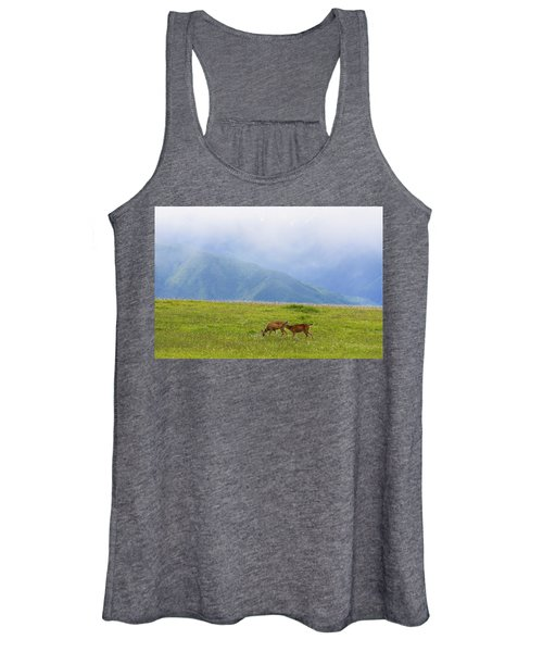 Deer In Browse Women's Tank Top