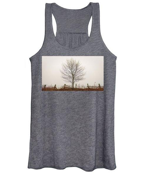 Foggy Lone Tree Hill Women's Tank Top