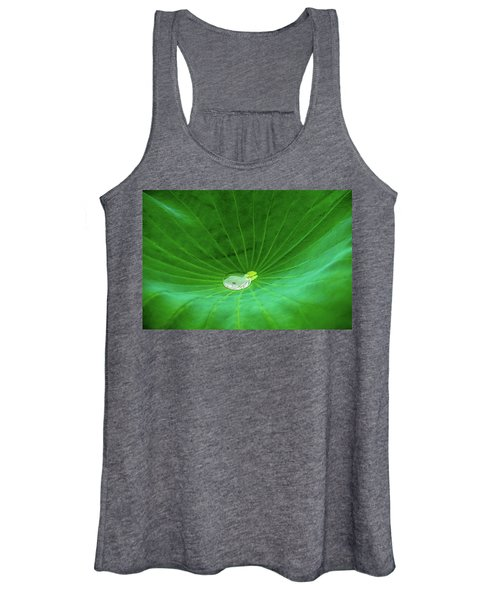 Leaf Cupping A Giant Water Drop Women's Tank Top