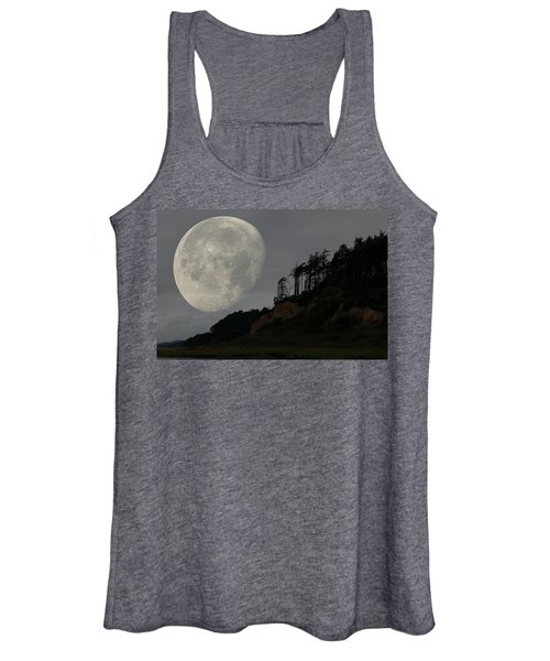 Women's Tank Top featuring the photograph Moon At Roosevelt Beach Wa by Bob Cournoyer