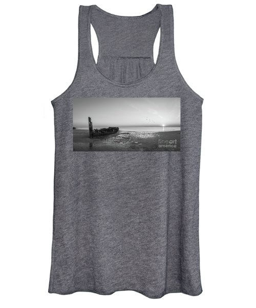 Shipwreck Sunset Panorama Bw Women's Tank Top