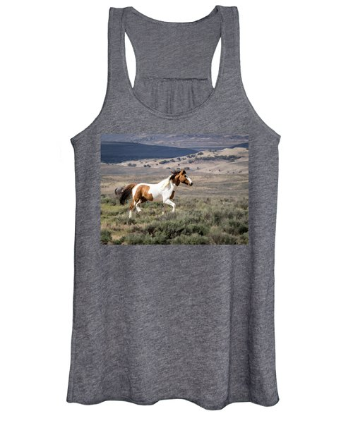 Wild Mustang Stallion On The Move In Sand Wash Basin Women's Tank Top