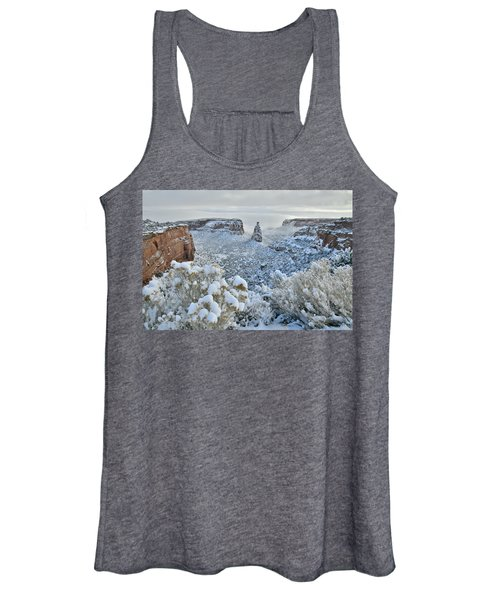 Independence Monument In Snow Women's Tank Top
