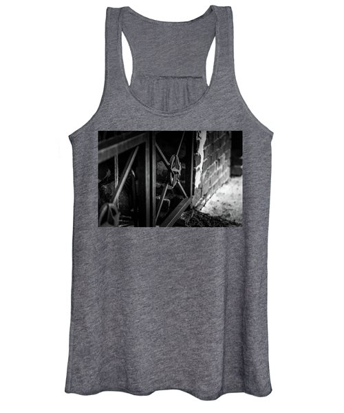 Iron Gate In Bw Women's Tank Top