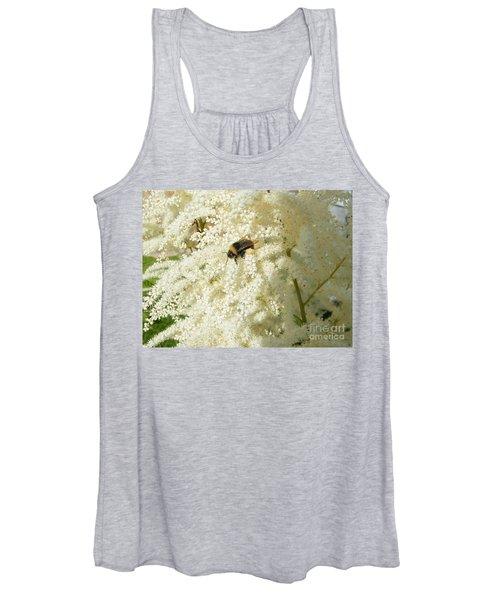 Bee Gathering Pollen Women's Tank Top